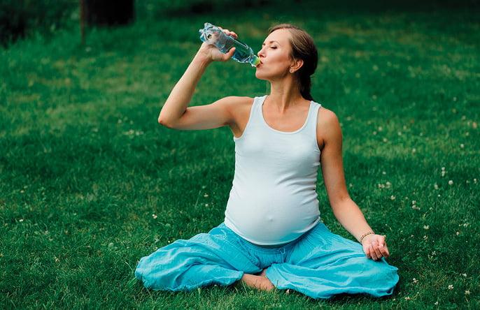 regenesis-site-mulher-e-gestacao-beber-agua